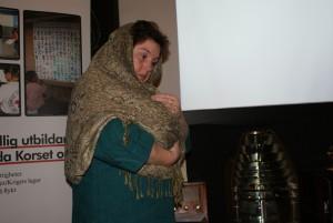 Catarina Eek illustrerade en mor som förlorat sitt barn under föreläsningen Skjukvård i skottlinjen. BILD: ELIN ANDERSSON
