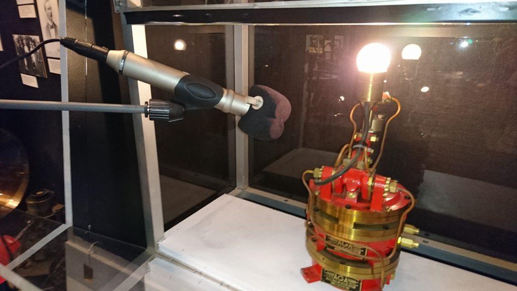 Ljudet av klippapparaten spelas in till Hammarö skärgårdsmuseum. BILD: ELIN ANDERSSON